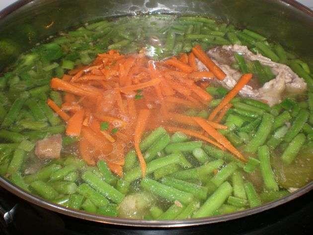 Elaborando pucherillo de verdura